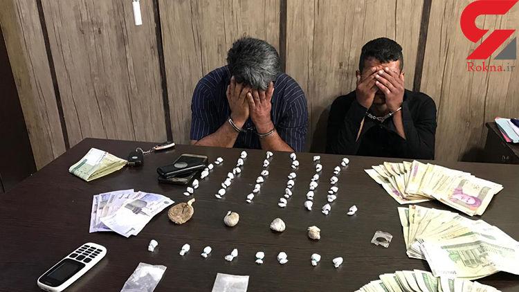 دستگیری دو خرده فروش مواد مخدر در میدان آزادی +فیلم و عکس