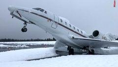 سنگینی برف بر روی بال، هواپیما را به پایین کشید+عکس
