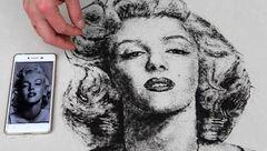 نقاشی با موهای کوتاه شده مشتریان در آرایشگاه/اوج هنرنمایی و خلاقیت یک آرایشگر+عکس