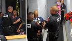 مامورین پلیس این مرد را جلوی چشم دختر 4 ساله اش کتک زدند+ فیلم