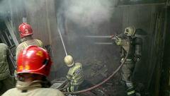 مصدوم شدن آتش نشان هنگام عملیات در خیابان ری+ عکس