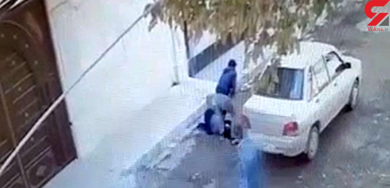 فیلم حمله خشن 2 مرد به یک زن کرمانشاهی وسط خیابان