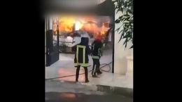 فیلم لحظه سوختن تویویا لندکروز مرد مشهدی در شعله های آتش