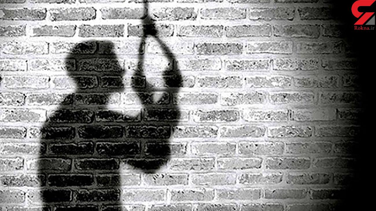جوان مرندی خود را حلق آویز کرد