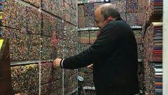 تصویری جالب از مداد رنگی فروشی در بازار تهران