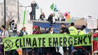 دستگیری صدها انگلیسی در اعتراضات زیست محیطیِ لندن+تصاویر