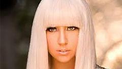 خواننده جنجالی و بدنام هالیوود خود را شبیه بوم نقاشی کرد! + عکس