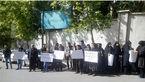 تجمع خانوادههای جان باختگان حادثه هواپیمای تهران- یاسوج مقابل سازمان مدیریت بحران + تصاویر