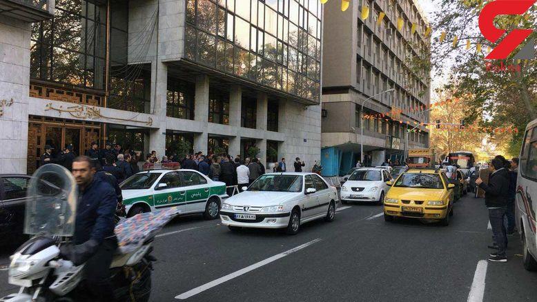 تجمع پیمانکاران شهرداری در جلوی ساختمان بهشت + تصاویر