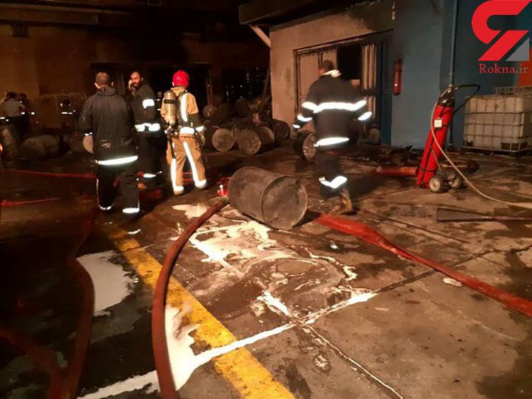 آتش سوزی هولناک در کارخانه رنگ سازی  در جاده مخصوص کرج+ تصاویر