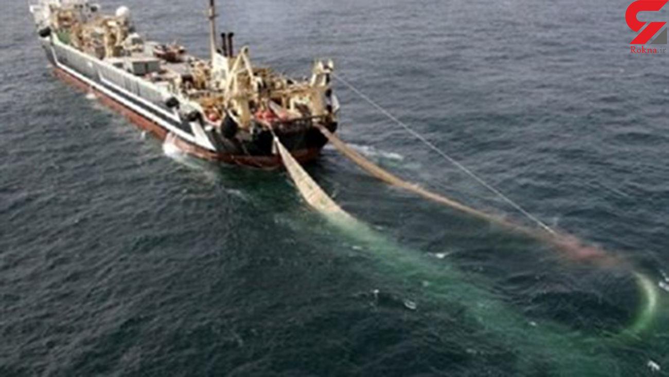 توقیف 2 کشتی در آب های ایران توسط سپاه