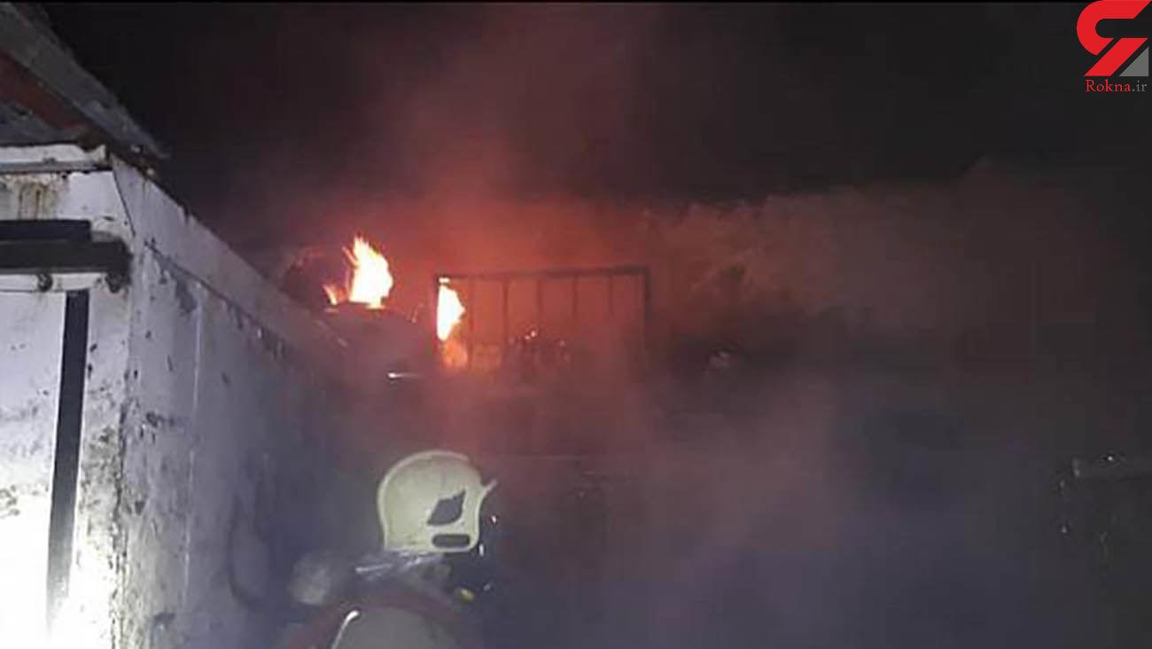 مهار شعله های آتش در انبار نگهداری لوازم خودرو