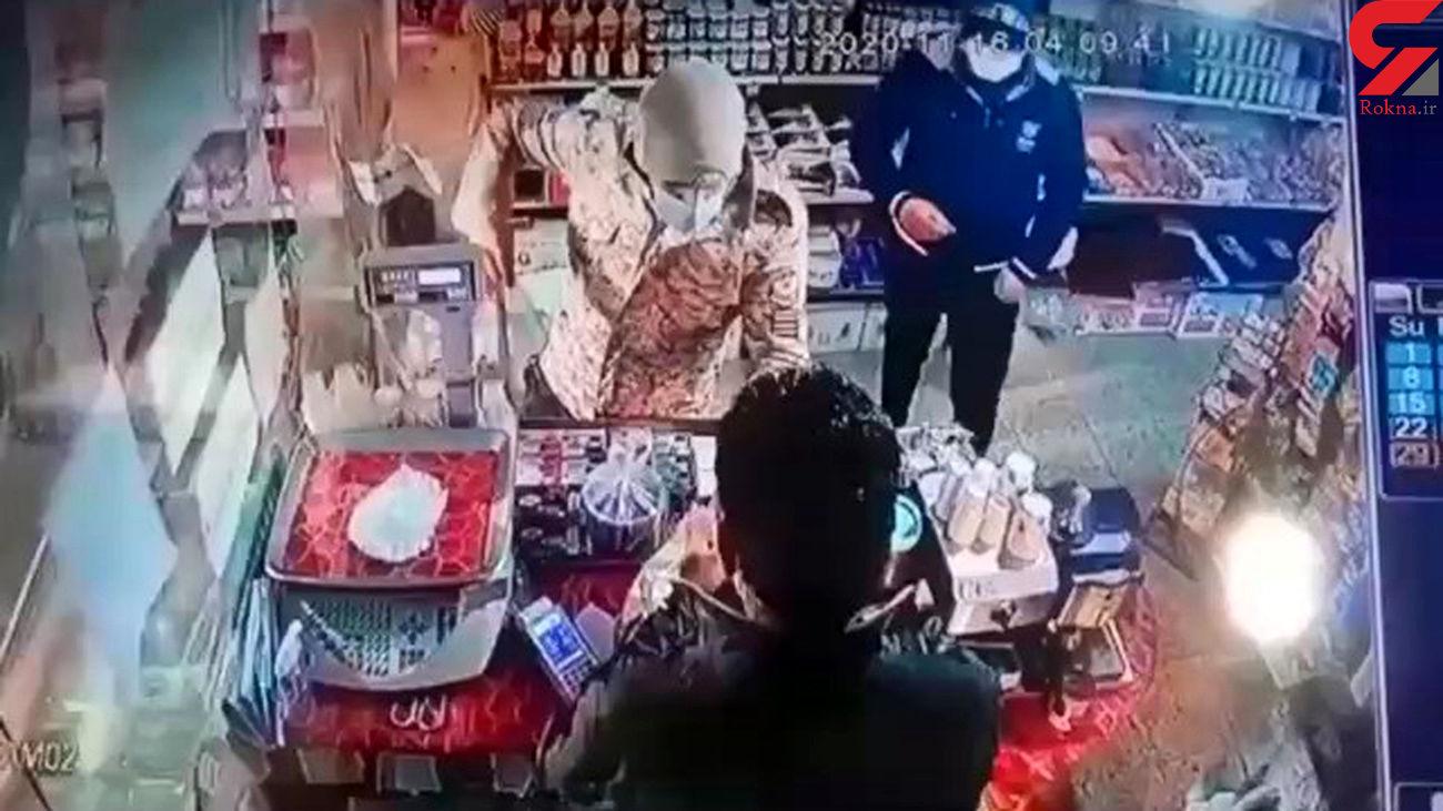 فیلم لحظه بازداشت مردان قمه به دست قائم شهر / زورگیری از مرد مغازه دار