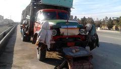 این مرد همدانی می خواهد داخل همین کامیون بمیرد ! +عکس