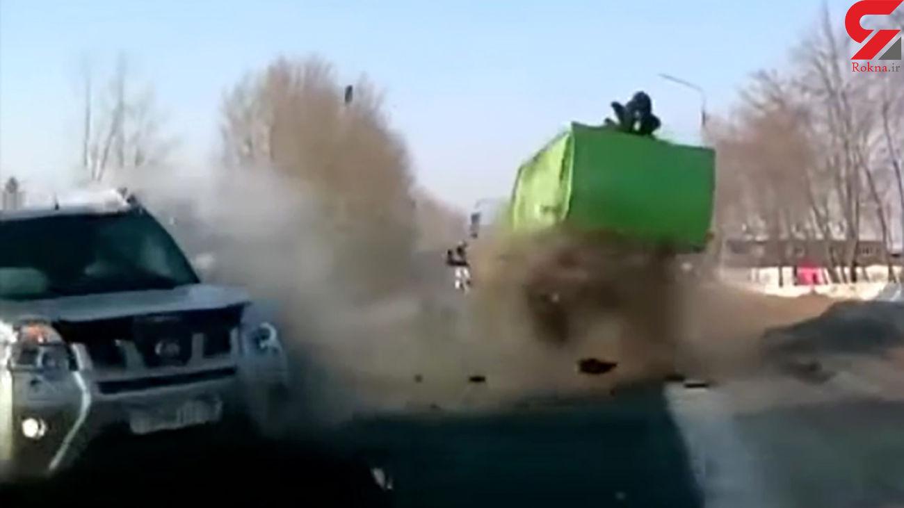 فیلم وحشتناک از تصادف کامیون و شاسی بلند / راننده ها شوکه شدند