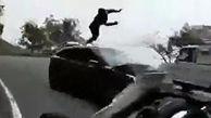 تصادف شاخ به شاخ موتورسوار با خودرو + فیلم