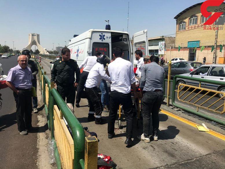 تصادف در خط ویژه؛ بی احتیاطی موتورسوار، عابرپیاده  65 ساله را مصدوم کرد + عکس