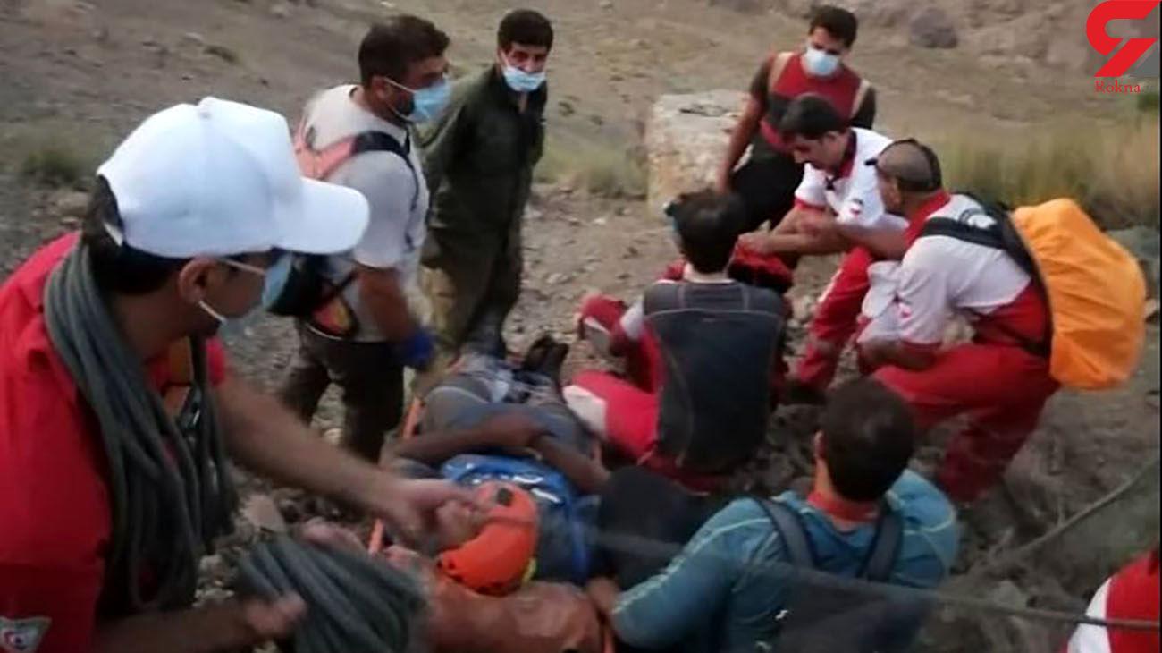 6 ساعت نفسگیر برای نجات جوان آسیب دیده در ارتفاعات خضرآباد یزد
