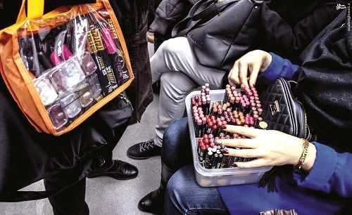 لوازم آرایشی مترو از کجا میآیند؟ / یک روز با دستفروشان مترو