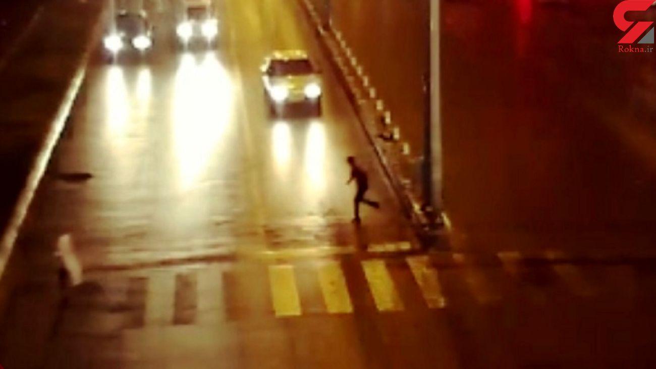 فیلم تصادف دلخراش عابرپیاده در سه راه آذرشهر یزد