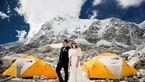 عروس و داماد جوان جشن عروسی خود را در قله اورست برگزار کردند + تصاویر
