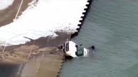 سقوط عجیب کامیون به دریاچه /  در آمریکا رخ داد + فیلم