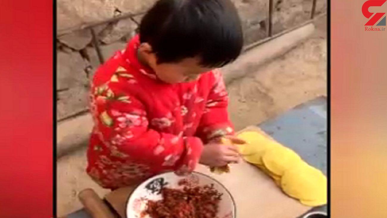 مهارت بی نظیر پسر ۶ ساله در آشپزی خیابانی + فیلم